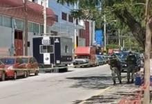 VIDEOS | Atacan casetas de policía en León, Guanajuato; hay un muerto